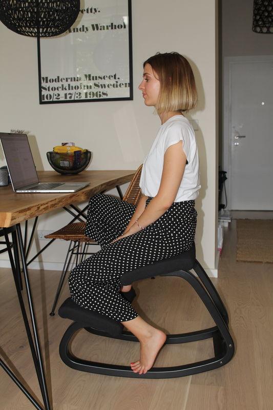 Ergonomische-scandinavische-Varier-knie-stoel-berrevoets
