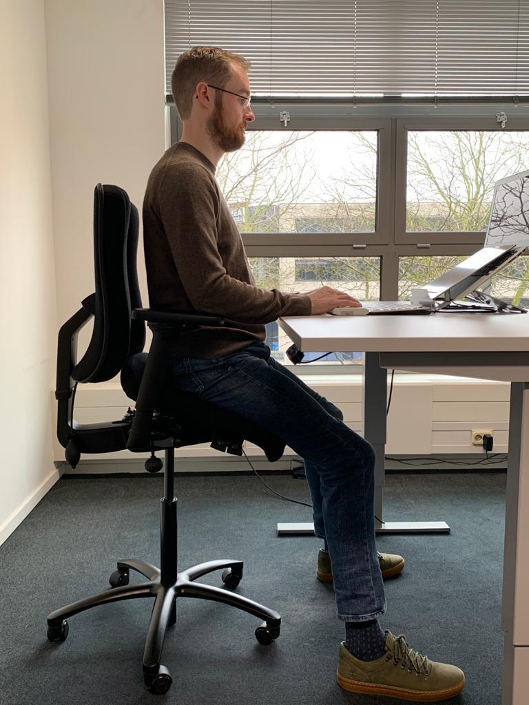 bureaustoel op maat half staand zittend
